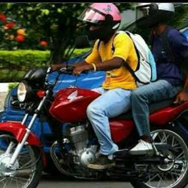 Dois caras numa moto