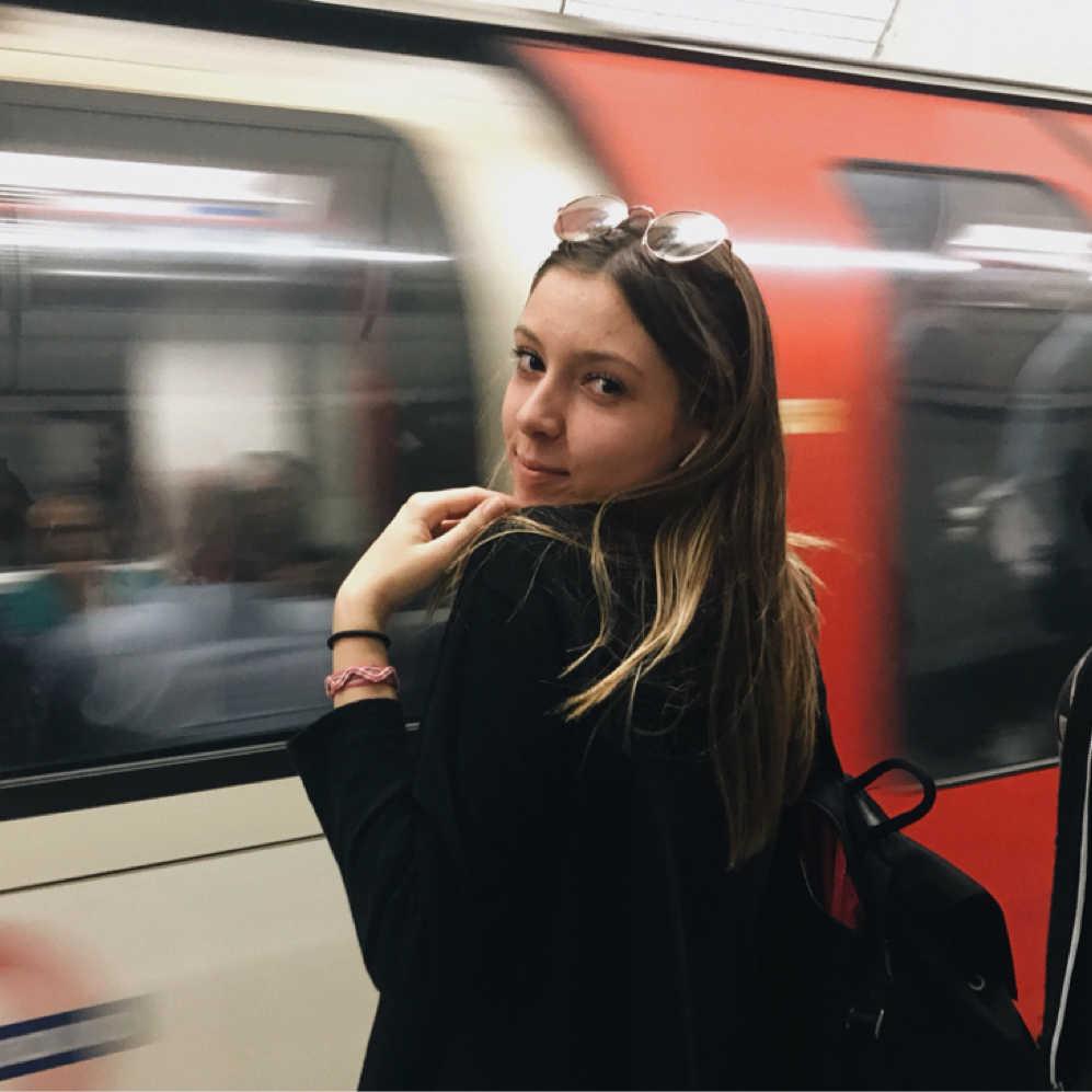 Chαrlotte Sαlαbert