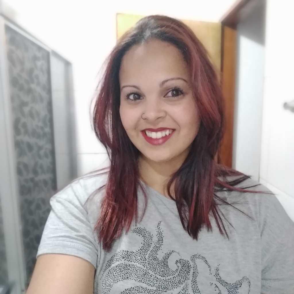 Anne Oliveira