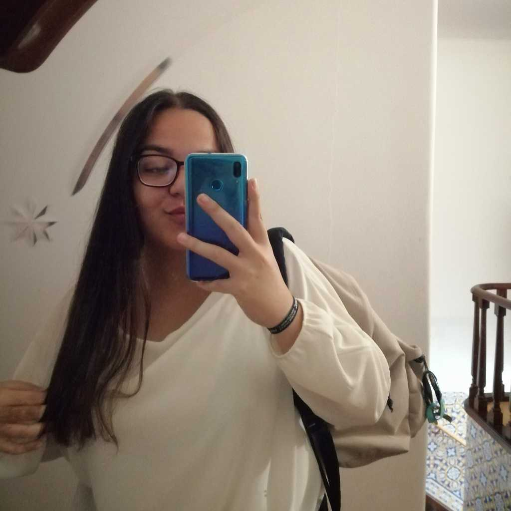 Lara Ferreira