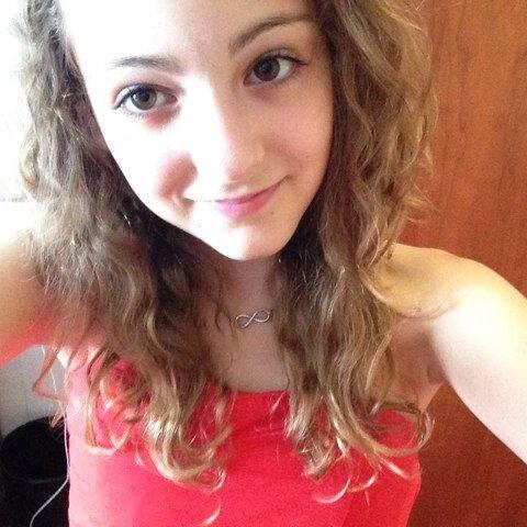 Estelle loves1D :)